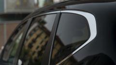 Honda CR-V Hybrid e:HEV, dettaglio della finitura cromata