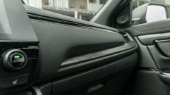 Honda CR-V Hybrid e:HEV, dettaglio della finitura della plancia