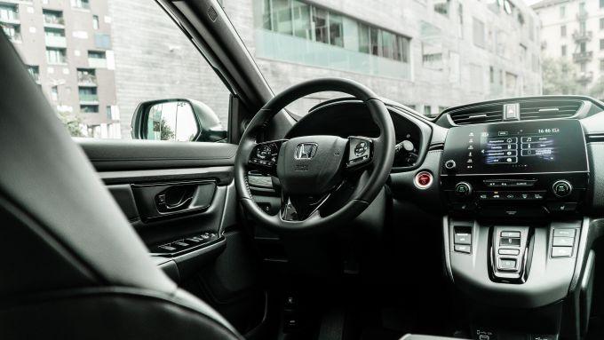 Honda CR-V Hybrid e:HEV, il posto di guida