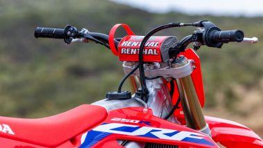 Honda CRF250R 2022: il manubrio