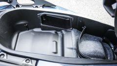 Honda Forza 300: il vano sottosella