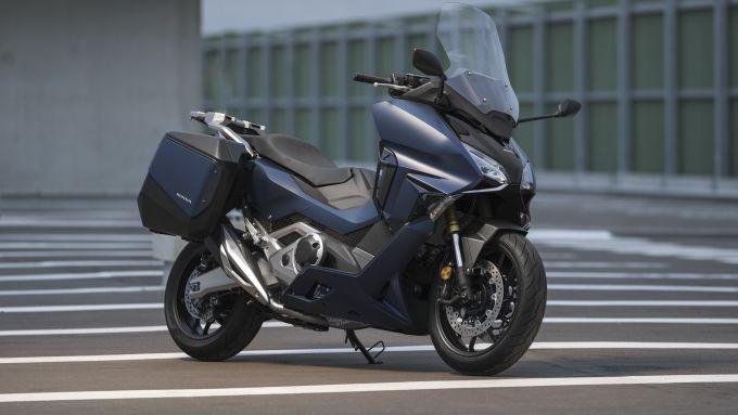 Honda Forza 700 con borse laterali optional