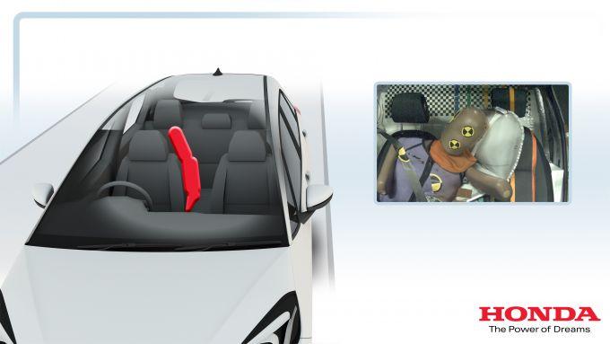 Honda Jazz e:HEV 2021: l'airbag centrale