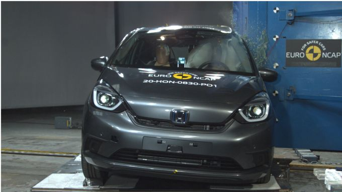 Honda Jazz Hybrid 2021: anche grazie all'airbag centrale le stelle EuroNcap sono 5