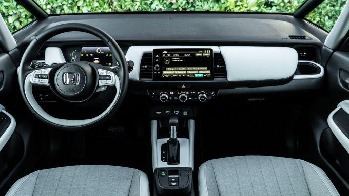 Honda Jazz Hybrid 2021, interni: abitacolo e plancia