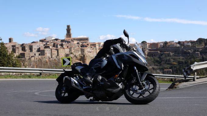 Honda NC750X 2021: facile e divertente