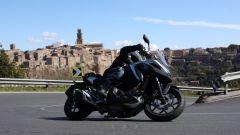 Honda NC750X 2021: pieghe con vista