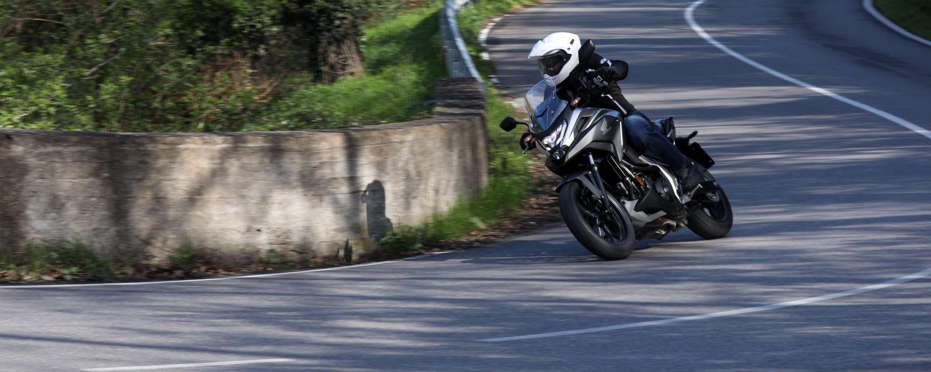 Honda NC750X 2021: tanta agilità e divertimento tra le curve