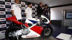 Honda svela ufficialmente la NSF250R Moto3 - Immagine: 13