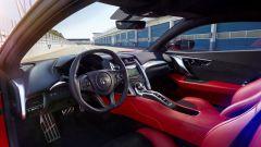 Honda NSX: l'abitacolo non offre molto spazio e le operazioni di ingresso e uscita non sono agilissime