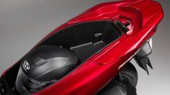 Honda PCX 125 2018: il vano sottosella cresce di 1 litro di volume