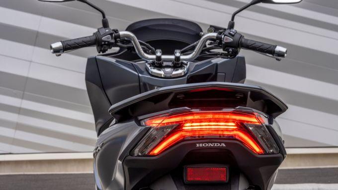 Honda PCX 125 2021: il nuovo gruppo ottico posteriore