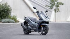 Honda PCX 125 2021: visuale di 3/4 anteriore