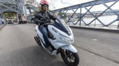 Honda PCX 125: prova, caratteristiche e prezzo - Immagine: 2