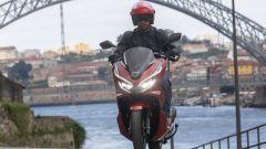 Honda PCX 125: prova, caratteristiche e prezzo - Immagine: 4