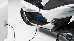 Honda PCX Electric, caricamento