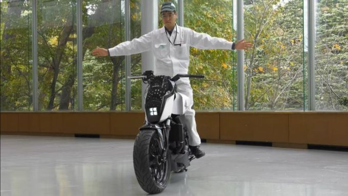 Honda Riding Assist: sistema simile a quello indiano ma applicato a una moto naked