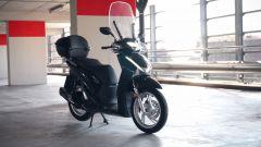 Honda SH 2017: di serie anche parabrezza, paramani e bauletto
