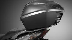 Honda SH 2019: lo scooter è completo di bauletto posteriore