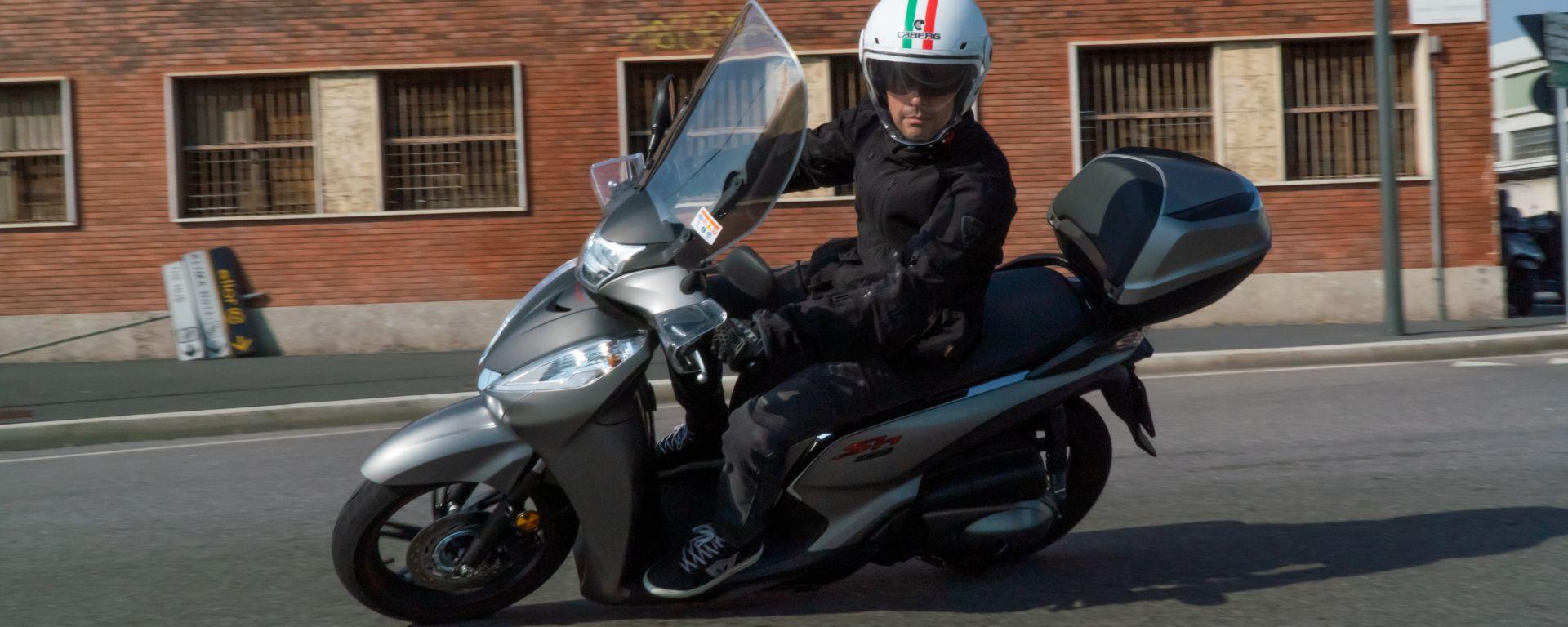 Honda SH 300i Sport 2019, un momento della prova su strada