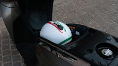 Honda SH 300i Sport, il vano sottosella