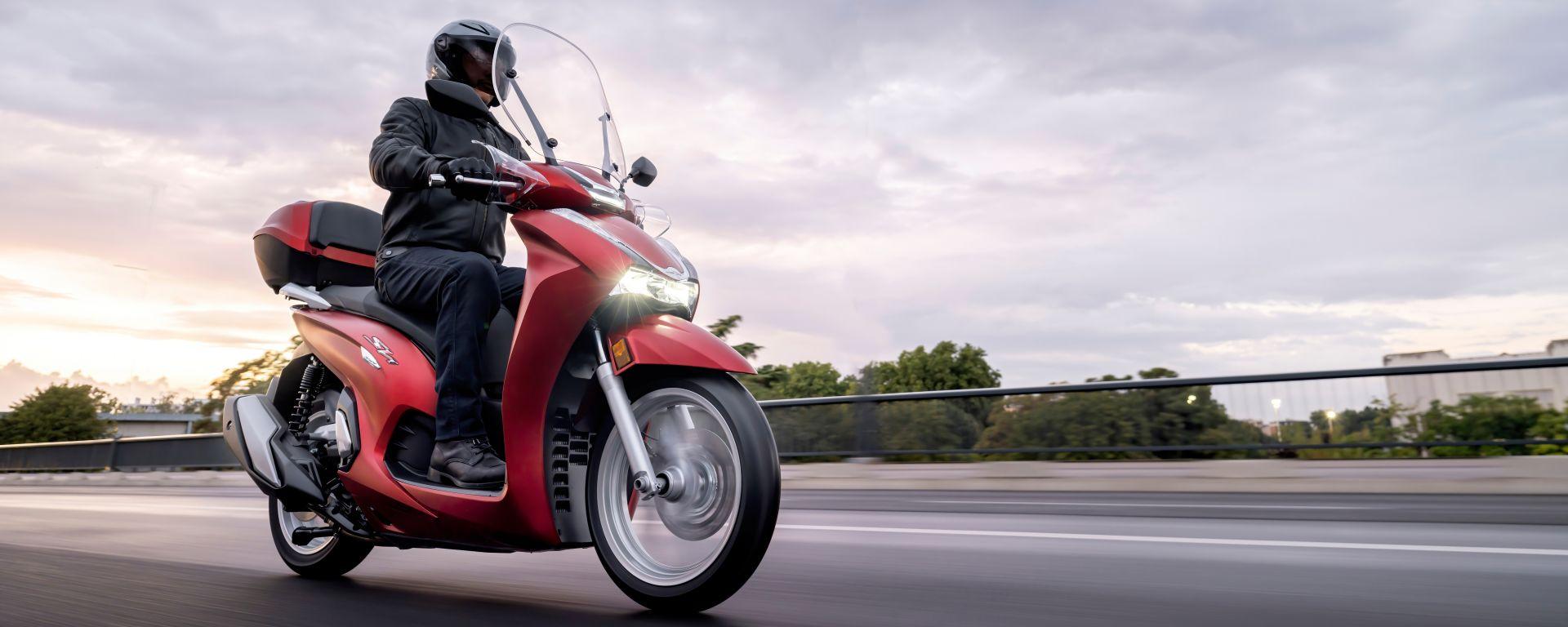 Honda SH350i 2021: 3/4 anteriore