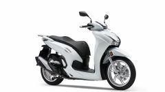 Honda SH350i 2021: il modello di colore bianco