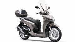 Honda SH350i 2021: il modello grigio con gli accessori