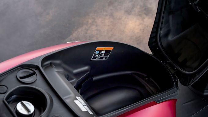 Honda SH350i 2021: il vano sottosella