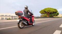 Honda SH350i 2021: vista 3/4 posteriore