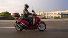 Honda SH350i 2021: vista laterale