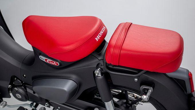 Honda Super Cub C125 2022: arrivano sella biposto e pedane per il passeggero
