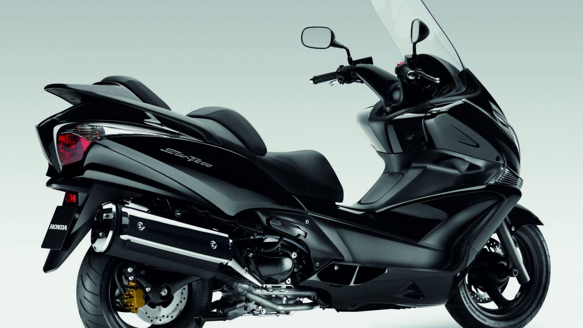 Prova honda sw t600 abs motorbox for Honda northern blvd