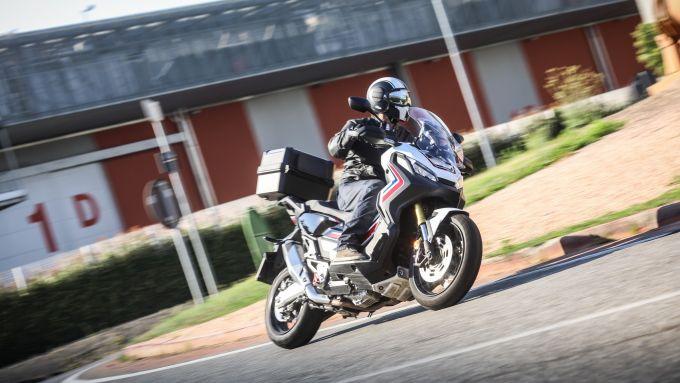 Honda X-ADV consente buoni angoli di piega