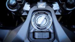 Honda X-ADV: il comando di accensione del sistema keyless
