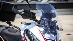 Honda X-ADV: il parabrezza è regolabile manualmente su 5 posizioni