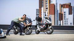 Honda X-ADV vs Yamaha TMAX 2017: il solito ignoto