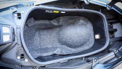 Honda X-ADV vs Yamaha TMAX 2017: il vano sottosella del TMAX