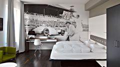 Hotel V8: quando dormire in macchina è una pacchia - Immagine: 11