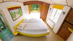 Hotel V8: quando dormire in macchina è una pacchia - Immagine: 12