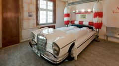 Hotel V8: quando dormire in macchina è una pacchia - Immagine: 2