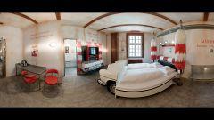 Hotel V8: quando dormire in macchina è una pacchia - Immagine: 3