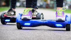 Hoverboard, multa per chi circola su strada e marciapiede. Dove usarlo