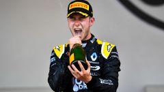 Hubert si gode la vittoria sul podio