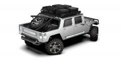 Hummer H1 2025: qui troviamo portapacchi con taniche e gomma di scorta nel supporto posteriore