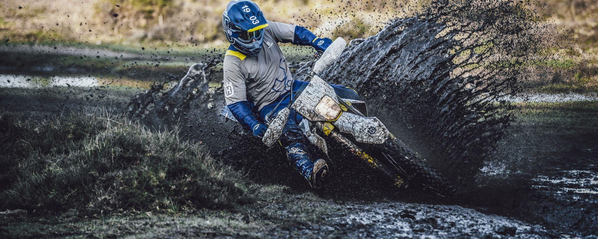 Husqvarna FE 350 2021: a gas pieno nel fango