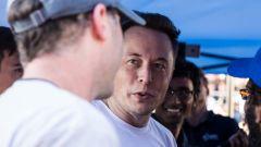 Hyperloop Pod Competition: Elon Musk parla con i tecnici del team vincitore