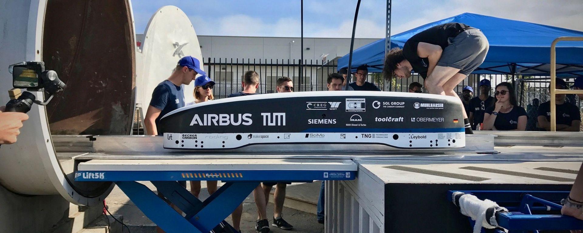 Hyperloop Pod Competition: il pod del team Warr entra nel tubo