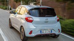 Hyundai i10 N Line 2021: vista 3/4 posteriore