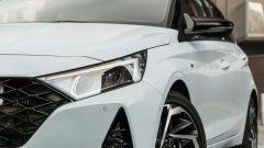 Hyundai i20 1.0 T-GDI 48V Hybrid Bose, il gruppo ottico anteriore
